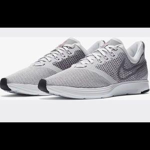 🆕🔥Women's Nike Zoom Strike Running Vast Grey 9